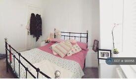 1 bedroom in Oakwood Avenue, Mitcham, CR4 (#988168)