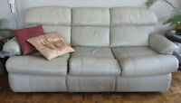 NEW PRICE - REDUCED ! Leather Pull-Out Sleeper Sofa