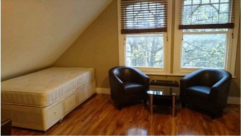 Attractive Self Contained Modern Double Studio Flat in SW12