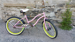 VINTAGE GIRLS BIKE,,TIRES 20 X 2.125 INCH,,GOOD CONDITION,,