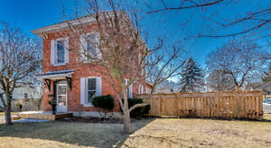 Beautiful Century Home In Aylmer!
