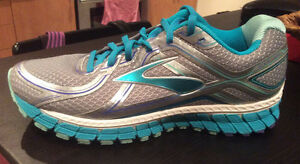 Brooks ADRENALINE GTS 16 – Running Shoe - Women's 10.5