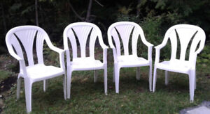 4 Chaises blanches