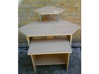 Light coloured corner desk