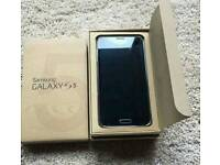 Samsung galaxy s5 (unlocked to all networks comes with box)