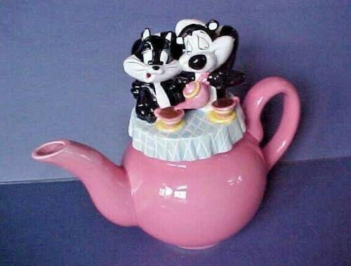 Warner Bros Studio Store PEPE Le PEW & PENELOPE Pussycat Pink Teapot 1998