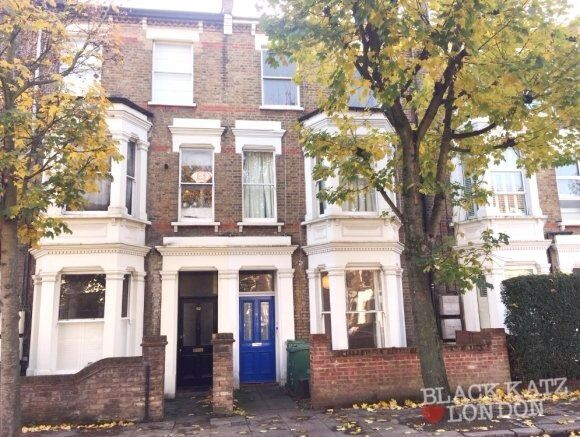 A fantastic 2 double bedroom apartment on the ground floor of a period conversion in West Hampstead