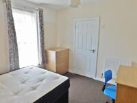 ROOMS AVAILABLE FOR RENT - £0 RENT - £10 PER WEEK FOR SERVICE CHARGE