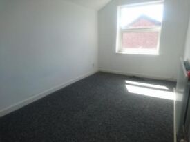 Rooms to let in 3 bed house on Halliwell Street West