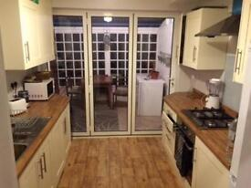 SPACIOUS 5 BEDROOM HOUSE WITH GREAT TRANSPORT LINKS TO CENTRAL LONDON ONLY 2400PCM