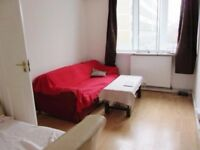 Bright newly decorated 4 double bedroom maisonette - 3 mins Whitechapel station