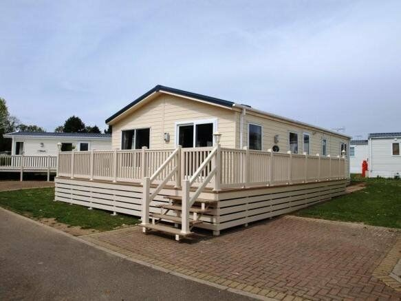 3 bedroom lodge with decking on 12 month