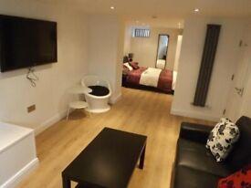Luxury rooms, Bills inc, close to hospital,transport,supermarkets, all amenaties,Didsbury,transport
