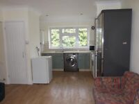 2 Bed spacious flat - Fully furnished and renovated like new