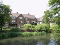 Abingdon lovely 1-bed flat by river/meadows with covered reserved parking. Avail immediately
