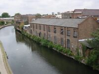 Bright double room facing the canal