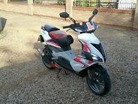 Aprilia sr 50 moped 2011
