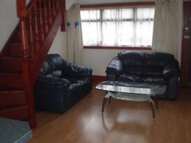 One bedroom coach house on The Parade, available NOW! £700 including electric and water!