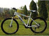 White 2 2016 Giant Mountain bike NEW boxed 26inch Medium Size