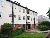 FANTASTIC 3 DOUBLE BEDROOM 2 BATHROOM FLAT IN POPULAR BLOCH WITH GARDENS NR ZONE 3 TUBE & BUSES