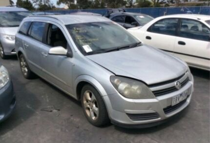 Holden Astra ah 2006 wrecking parts