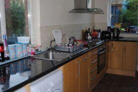 4 bedrooms in The Turnways, Leeds, LS6 3DU