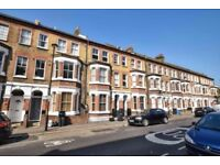 SW8 THREE BED TWO BATH WITH SEPARATE LOUNGE AVAILABLE NOW NEXT TO VAUXHALL STATION ONLY £460PW
