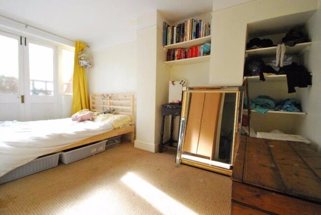 SPACIOUS ONE/TWO BEDROOM FLAT IN CAMBERWELL SEPARATE LOUNGE AVAILABLE NOW!ONLY £260 PW