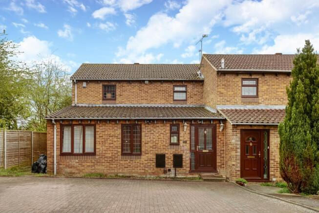 5 Bed in catchment area of Maiden Erlegh School for Rent With new Kitchen