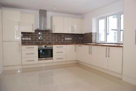 2 bed room house Station Road, Amersham, HP7 1275 per month call sunny on 07393285786