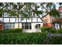 3 bedroom house in Ellerdine Road, Hounslow, TW3 (3 bed)