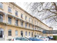 2 bedroom flat in Queens Parade, Cheltenham, GL50 (2 bed)