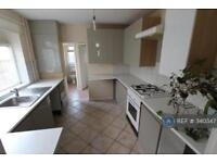 5 bedroom house in Stirling Road, London, E13 (5 bed)