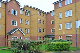 Stunning one bedroom flat furnished ground floor in Lewisham, Deptford SE8, one minute to station