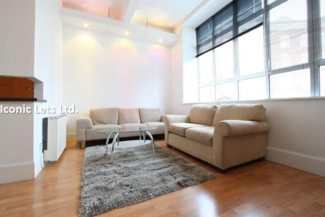 Modern Newly Refurbished 1 Double Bedroom Apartment With Concierge And Residential Gymnasium.
