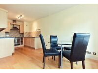 1 double bedroom apartment on quiet road with communal gardens & lift, in Stockwell/Oval
