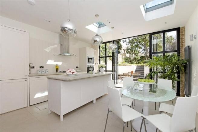 Beautiful 4 bedroom end of terrace house minutes from Camden Road