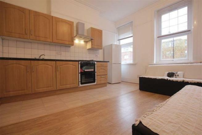 BEAUTIFUL 2 BEDROOM FLAT LOCATED IN THE HEART OF CROUCH END