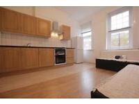 BEAUTIFUL 2 BEDROOM FLAT LOCATED IN THE HEART OF CROUCH END AVAILABLE NOW ONLY 1450PCM