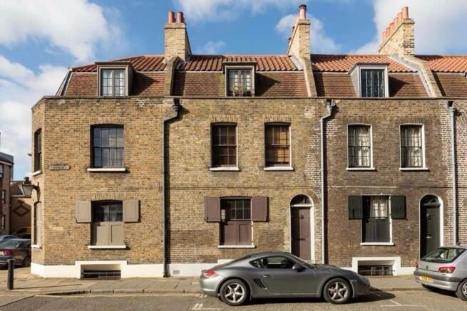 WILL GO FAST ONE BEDROOM APARTMENT IN WHITECHAPEL BIG ELECTRICITY INCLUDED TURNER STREET