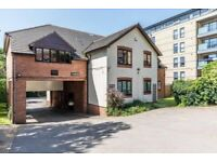2 Bedroom Flat - Close to Town