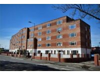 TWO BEDROOM FLAT AVAILABLE NOW NEAR PARRSWOOD COMPLEX !!!!!!!!