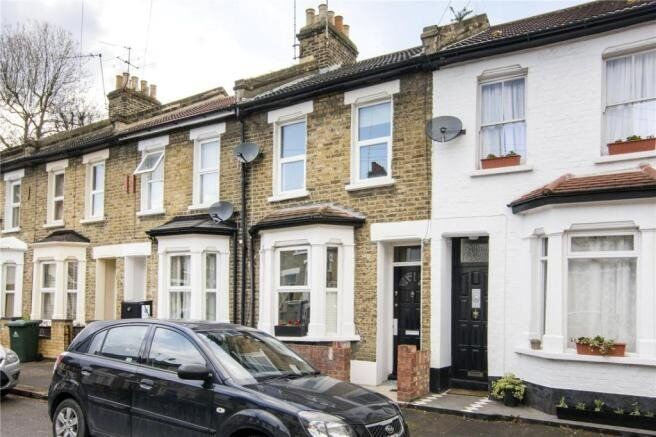 Amazing 4 bed 2 bathroom house, newly refurbished with great transport links
