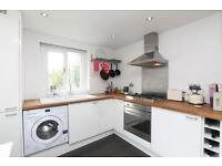 Lovely 2 Double Bedroom flat, Furnished, Shared Garden, Quiet St. Queens Drive