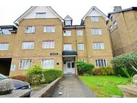 Well presented first floor two bedroom apartment in Friern Park, North Finchley, N12