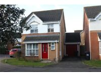 2 Bed rooms available for sharing within a 3 Bed Detached House - 5 mins walk from Reading Train stn