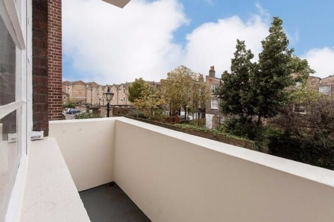 MUST SEE 2 BEDROOM APARTMENT IN STEPNEY GREEN WHITECHAPEL WITH BALCONY OSIER COURT