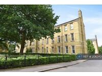 2 bedroom flat in Brigade Place, Caterham, CR3 (2 bed)