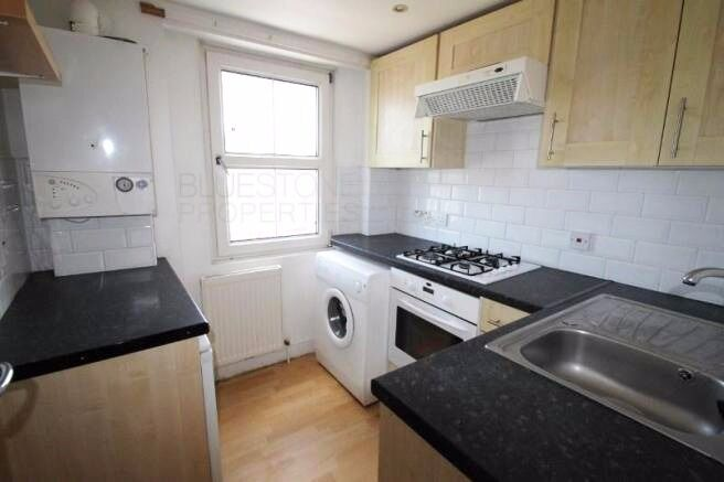 Large Studio Flat. Separate Kitchen. Lots of Space. Close to Station and City. New Cross SE14