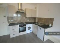 1 bedroom flat in Clare Road, Stanwell, Staines-Upon-Thames, TW19 (1 bed) (#1027843)